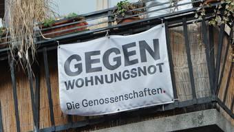 Bund und Kantone sollen mehr gegen die Wohnungsnot in Zentren und Agglomerationen machen, fordern die Initianten (Symbolbild).