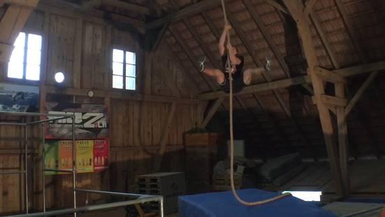 Er trainiert seit sechs Jahren im Heustock dafür – jetzt ist dieser Aargauer Bauernsohn im Ninja-Warrior-Finale