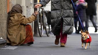 Dreiste Bettlerin erschleicht sich beinahe 20'000 Franken. (Symboldbild).