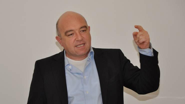 Heizte den Gewerkschaftern ein: SP-Nationalrat Daniel Jositsch während der Delegiertenversammlung des Aargauer Gewerkschaftsbundes.