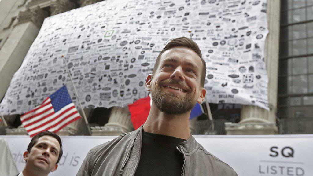Jack Dorsey an der Wall Street in New York: Der Square-Chef hat gut Lachen. Die Aktien seines Unternehmens gingen am ersten Handelstag weg wie heisse Weggli.