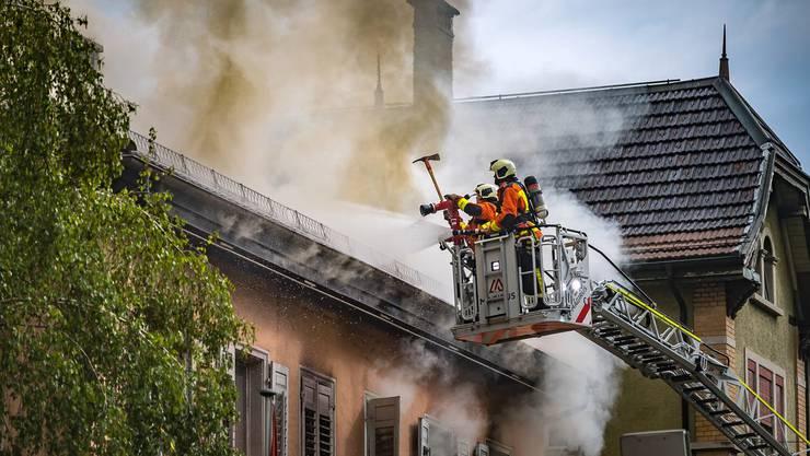 Die Feuerwehr St.Gallen konnte eine Person vom Dach retten.
