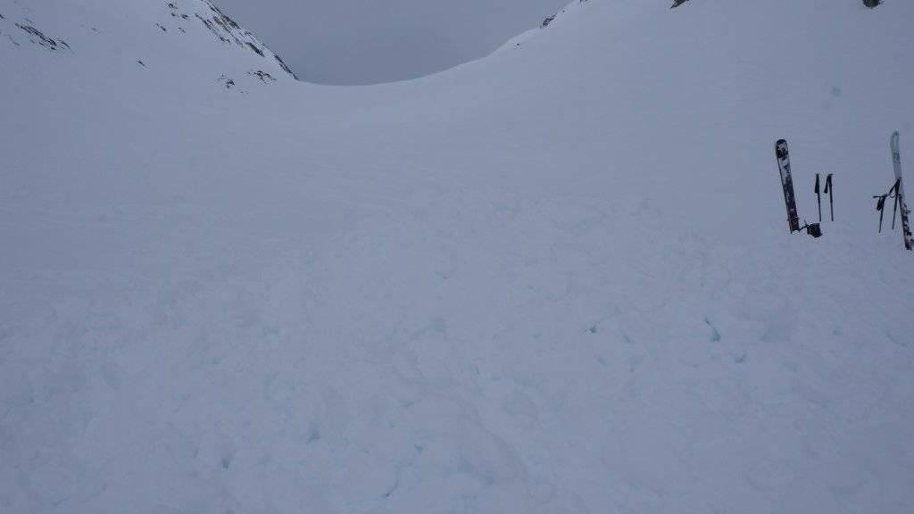 In diesem Gebiet in Fieschertal VS sind am Freitag bei einem Lawinenunfall vier deutsche Skitourengänger getötet worden.