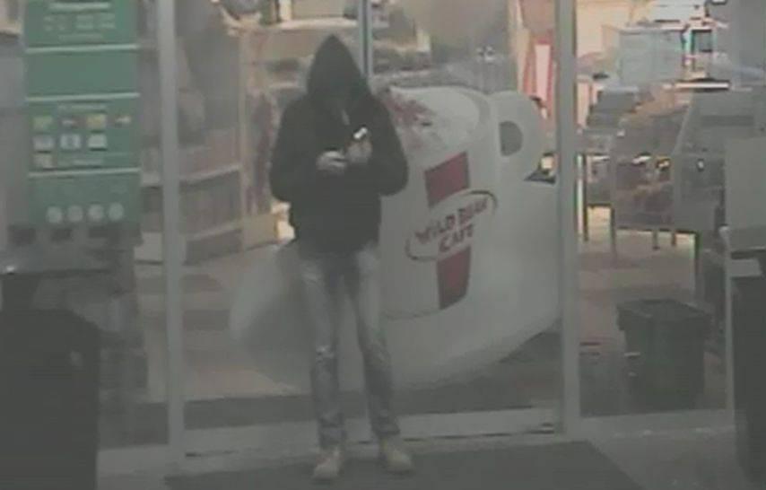 Überwachungskamera zeigt den dummdreisten Möchtegern-Räuber von der Tankstelle Siggenthal-Station