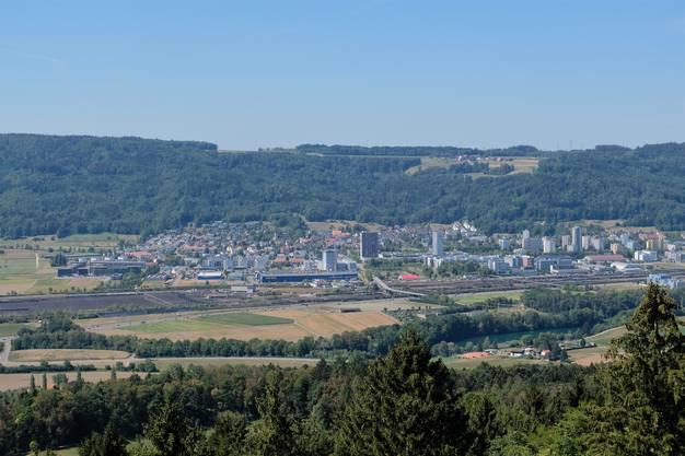 Künftig könnte die Autobahn A1 hier in Spreitenbach abzweigen und durch den Heitersberg führen. Im Moment zieht sie sich der Limmat entlang bis nach Neuenhof und dort durch den Baregg-Tunnel. Der Bund prüft dies, konkrete Pläne liegen aber noch nicht vor.