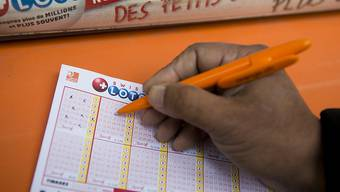 Glückliches Händchen: Sechs richtige Zahlen bringen einem Spieler einen Gewinn von einer Million Franken. (Archiv).