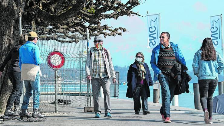 Die Behörden helfen nach: Das Luzerner Quai wird abgesperrt.