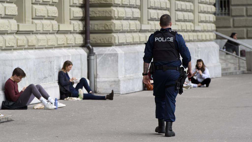 Schlägerei auf der Bundesterrasse: Polizei weist über 300 Personen weg