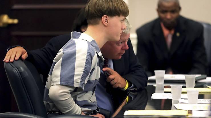Der sogenannte Mörder von Charleston, Dylann Roof, ist am Montag zu weiteren Strafen verurteilt worden, nachdem zuvor bereits die Todesstrafe für ihn verhängt worden war.