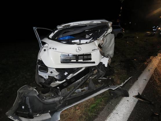Es folgen weitere Bilder vom Unfallort.