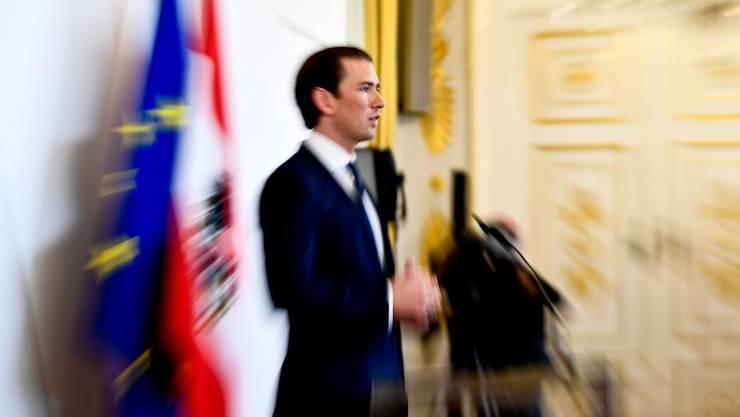 Steht Österreichs Bundeskanzler Sebastian Kurz das Aus bevor? Nach dem Misstrauensvotum am Montag wissen wir mehr.