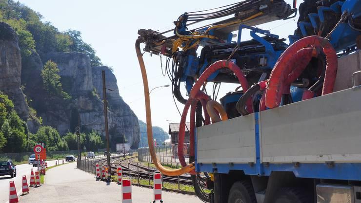 Während der grosse Kranlastwagen im Einsatz ist, wird der Verkehr beeinträchtigt sein. Deshalb finden diese Arbeiten in der Nacht statt.