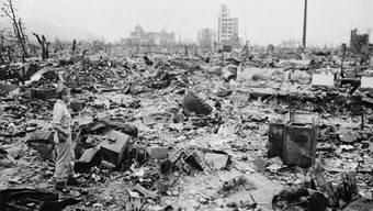 Trümmer nach dem Atombombenabwurf auf Hiroshima 1945 - diese Bombe gälte heute als Atomwaffe mit geringer Sprengkraft. (Archiv)