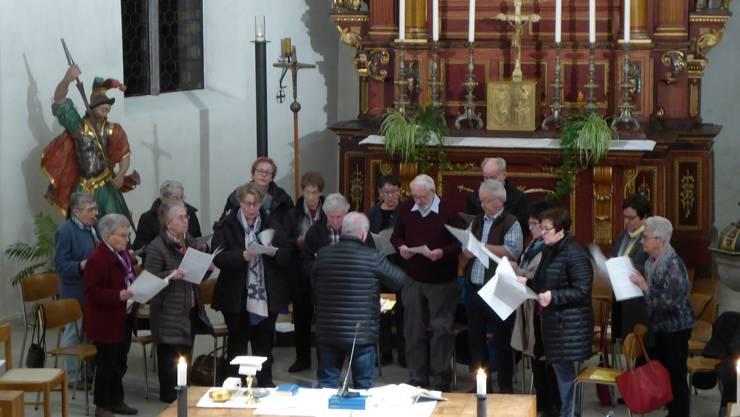 Der Kirchenchor beim Gottesdienst vor der GV