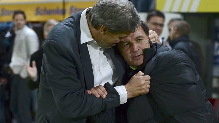 FCA-Vize-Präsident Roger Geissberger tröstet Trainer Raimondo Ponte.