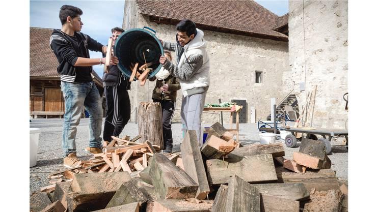 Schüler der Realschule Neuenhof putzen das Schloss Hallwyl.