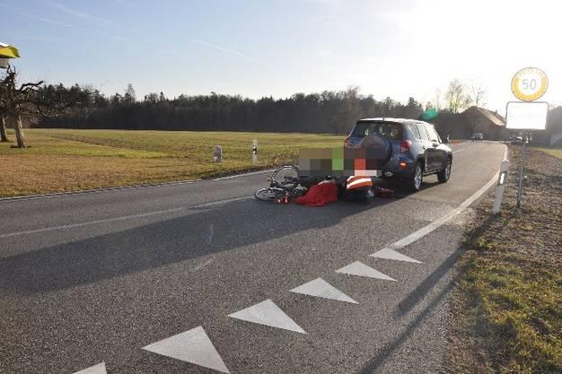 Wolfwil, 22. Februar: Ein 74-jähriger E-Bike-Lenker kollidierte mit einem Fahrzeug und musste anschliessend mit der REGA ins Spital geflogen werden.