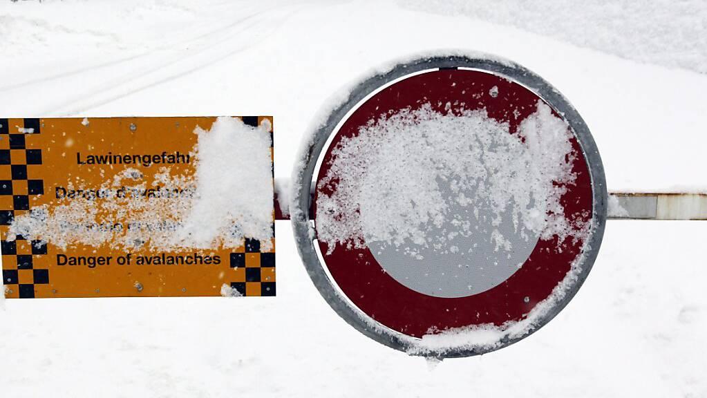 In den höhergelegenen Gebieten der Schweiz hat es noch einmal tüchtig geschneit. Entsprechend stieg die Lawinengefahr auf die Stufe vier an, was der zweithöchsten Gefahrenstufe entspricht. (Archivbild)