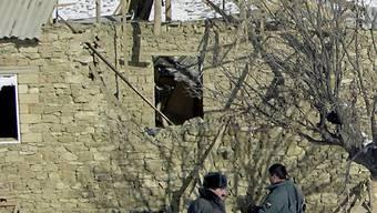 Zerstörtes Haus im Kaukasus (Archiv)