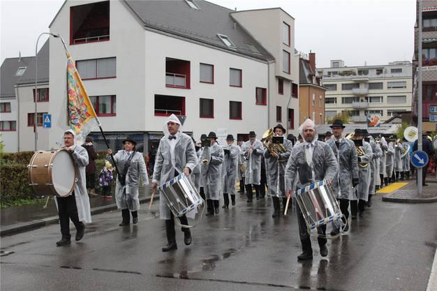 Die Parade der Stadtmusik Dietikon an der Feuerwehrübung hat Tradition.