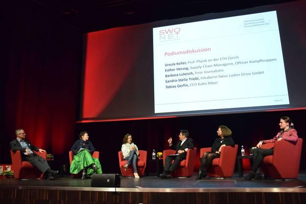 Podium mit (von links) Tobias Gerfin, Barbara Lukesch, Sandra-Stella Triebl, Stephan Klapproth, Ursula Keller und Esther Herzog