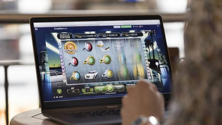 Nach Schätzungen fliessen über Onlinespiele jährlich 250 Millionen Franken ins Ausland ab, ohne dass die AHV davon irgendetwas hat. Kann das Geldspielgesetz dies stoppen oder nicht?