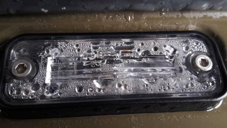 Kondenswasser in einer Zusatzleuchte.