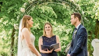Sie sagten Ja: Selina und Mathias aus Kaisten mit Zeremonienleiterin Simone Gori.