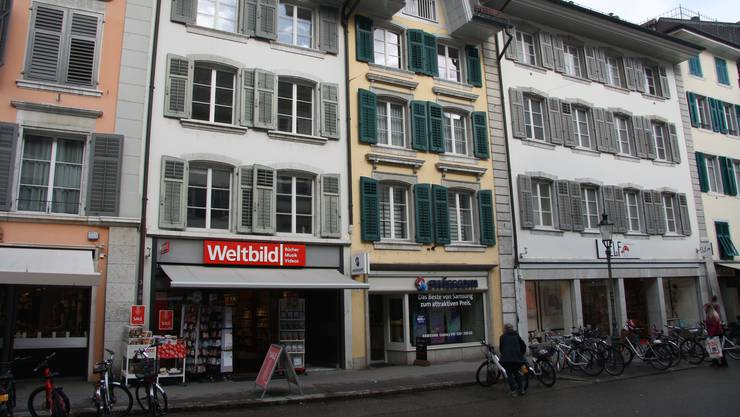 Die Häuser Gurzelngasse 34 und 30 - beide mit weisser Fassade - werden bald umgebaut.