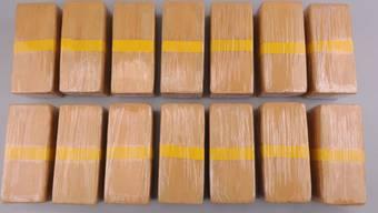 Die St. Galler Kantonspolizei hat einen Drogenring ausgehoben und dabei unter anderem 15 Kilo Heroin sichergestellt. (St. Galler Kantonspolizei)