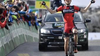 Tejay van Garderen vom amerikanisch-schweizerischen BMC-Team bejubelt seinen Etappensieg auf dem Rettenbach-Gletscher hoch über Sölden