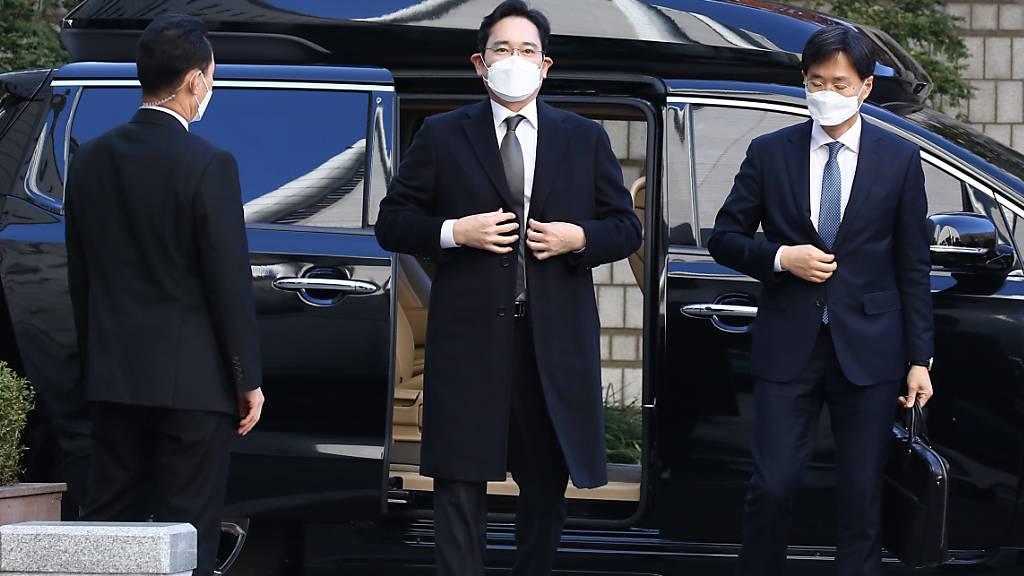 Samsung Vizepräsident Lee Jae Yong fährt am Mittwoch zur Verhandlung vor dem Obergericht in Seoul vor.