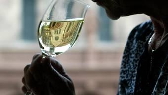 Verheerend: Rest des Putzmittels wurde in Weinflasche gefüllt (Symbolbild)