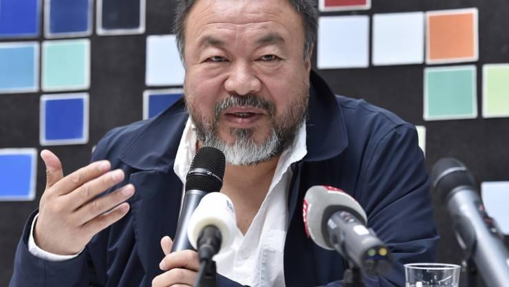 Ai Weiwei am Mittwoch auf einer Medienkonferenz im Zentrum Paul Klee in Bern. Kunst, sagte er, verrate mehr über eine Gesellschaft als ein Geschichtsbuch.
