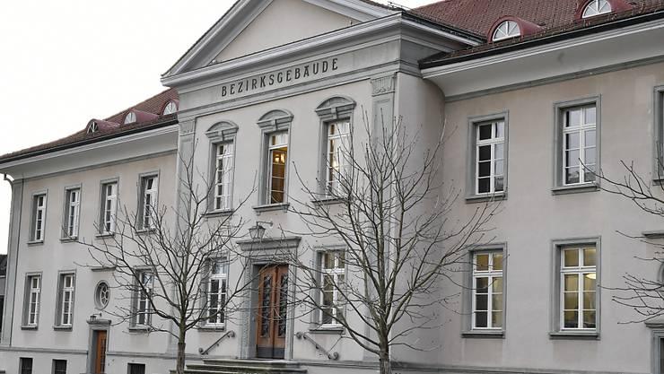 Die Stadtpolizei Zürich gewährte einer Frau Schutz. Allerdings hätte dies die Polizei des Wohnkantons des damaligen Partners der Frau erledigen müssen. Das wurde der Frau später zum Verhängnis. (Symbolbild)