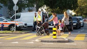 Fussgängerstreifen gelten als neuralgische Punkte. Deshalb ist die Stadtpolizei Dietikon an solchen Orten vermehrt präsent.