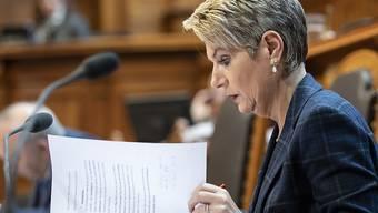 """Die Gesellschaft sei robust genug für """"Wirrköpfe"""", sagte Justizministerin Karin Keller-Sutter im Ständerat. Sie sprach sich gegen eine Bewilligungspflicht für ausländische Rednerinnen und Redner aus."""