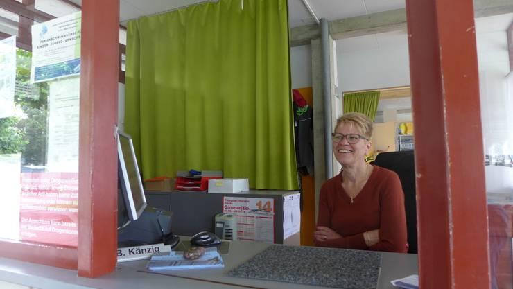 Für Beatrice Känzig, Chefkassiererin der Solothurner Badi, sind es derzeit ruhige Tage.