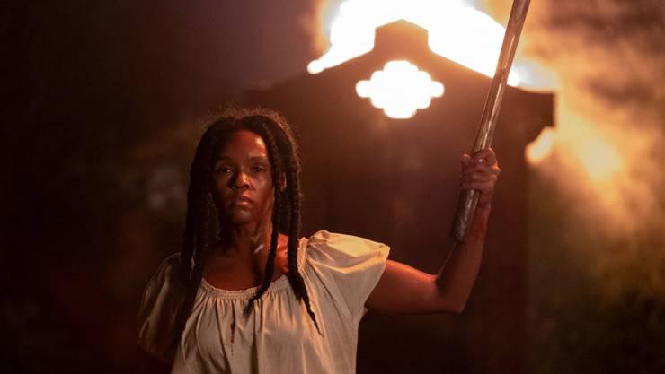 In der modernen Welt eine viel beachtete Buchautorin kämpft Veronica (Janelle Monáe) als Sklavin Eden für ihre Freiheit.