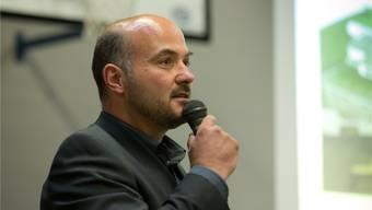Der kritisierte Schulleiter Thomas S. bei der Infoveranstaltung am Montagabend. Patrick Lüthy