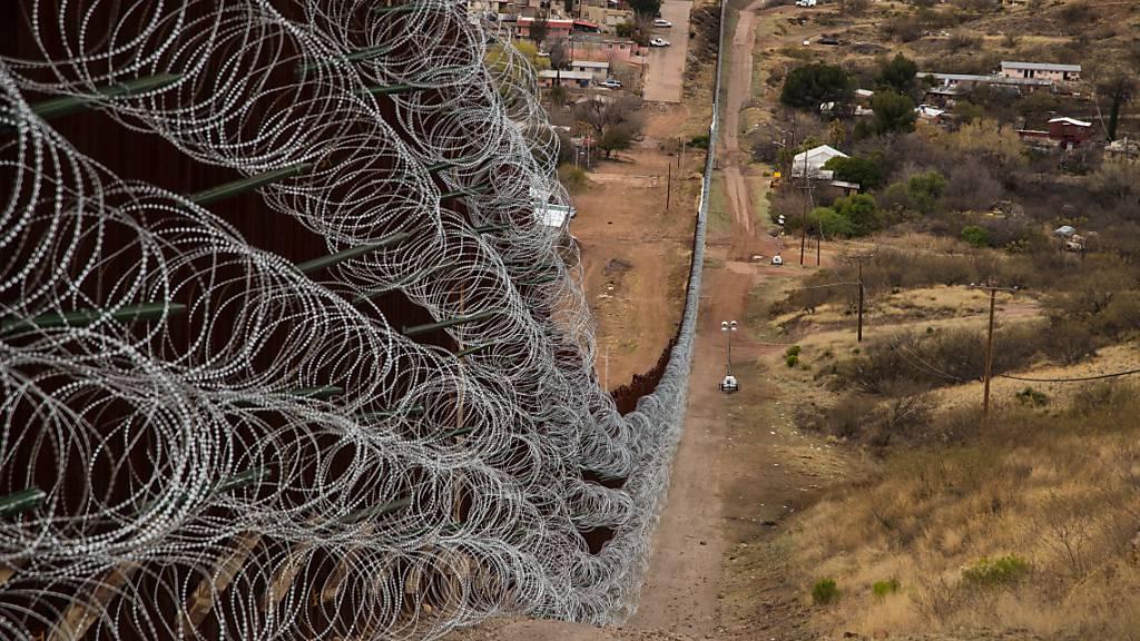 US-Grenzen zu Mexiko und Kanada bleiben zu