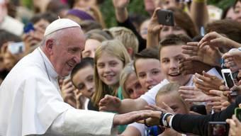 """""""Umweltverschmutzende Korruption"""": Papst Franziskus fordert von Institutionen und Unternehmen mehr Transparenz."""