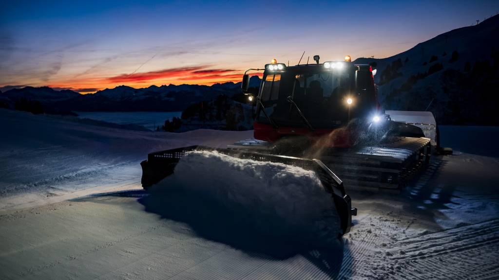 Skitourer rastet aus und geht auf Pisten-Mitarbeiter los