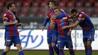 Heitere FCB-Gesichter nach Xherdan Shaqiris Treffer zum 1:0
