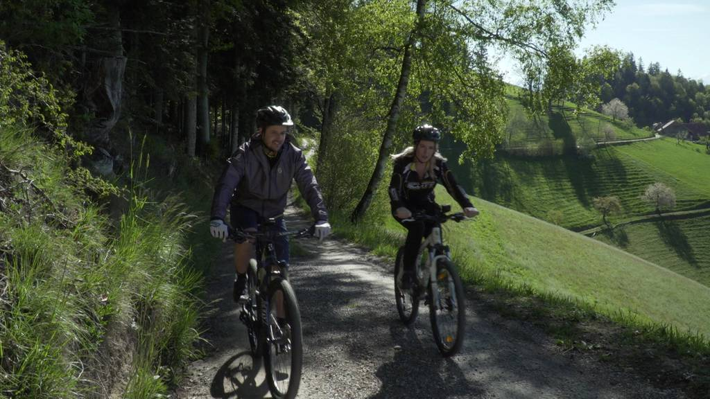 Töffrennfahrer Tom Lüthi brettert durch den Emmentaler Wald