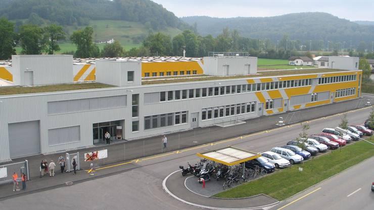 Erweitert: Der neue Anbau für das Werk 2 der Zehnder Group östlich der Gränicher Kantonsstrasse. (Heinz Bürki)