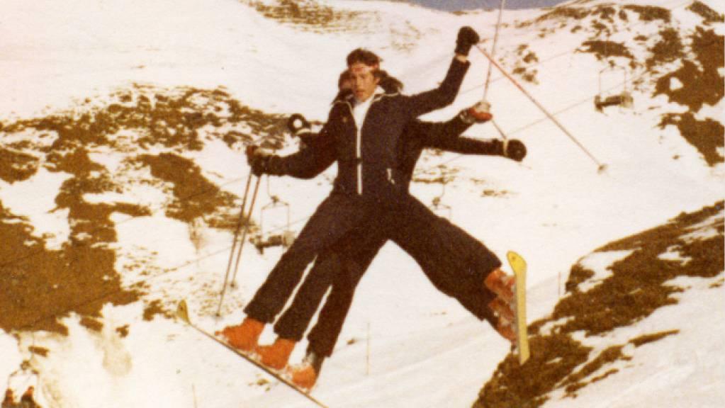 Die Kehrli-Brüder aus dem Berner Oberland fuhren in den 1970er-Jahren zu dritt auf zwei Skis ins Tal.