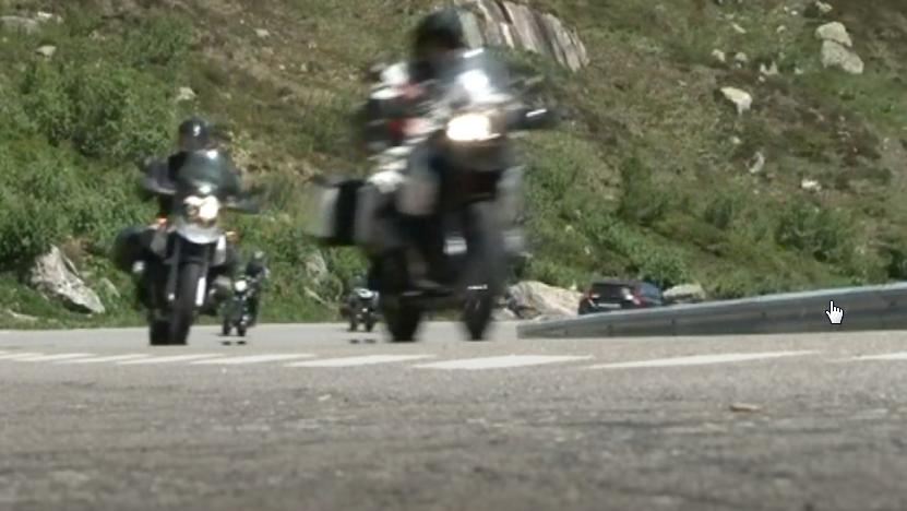Realp: Töfffahrer rast mit Gips am Arm auf Passstrasse
