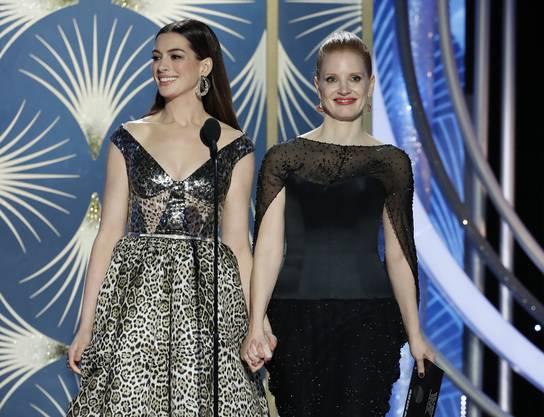Schauspielerin Anne Hathaway (links) und Jessica Chastain.