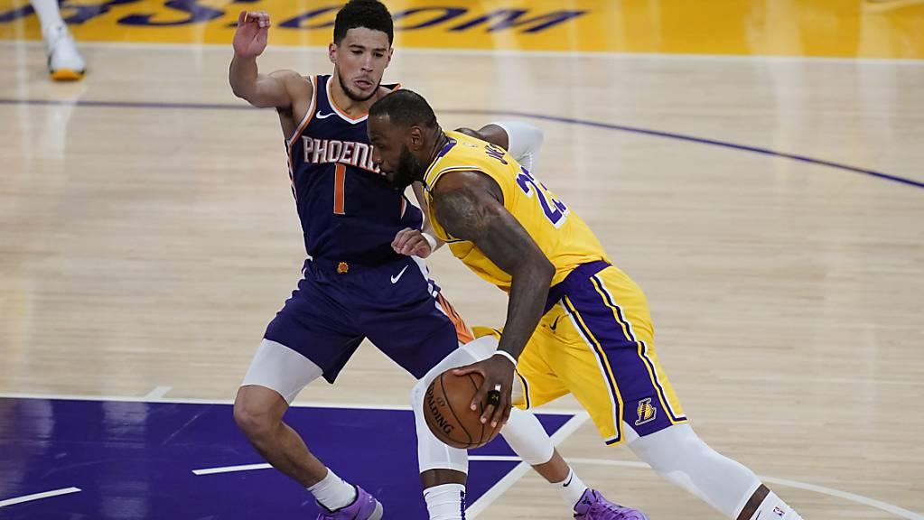 Punktsieg für den Gegner: LeBron James im Duell mit Devin Booker, der 47 Punkte für die Suns wirft